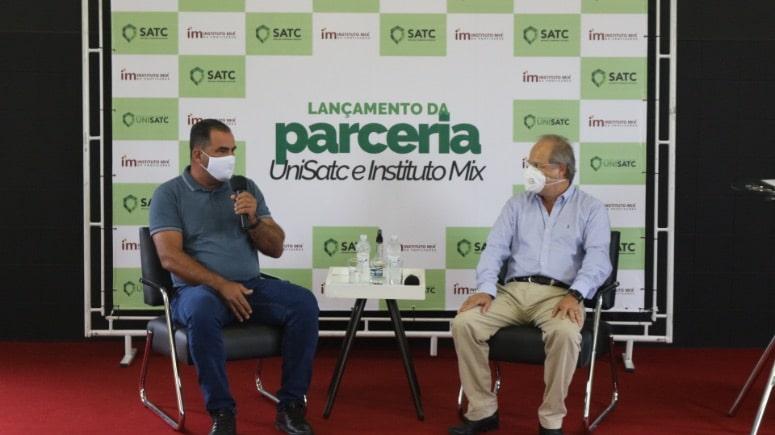 Instituto Mix e Satc formalizam parceria para cursos livres